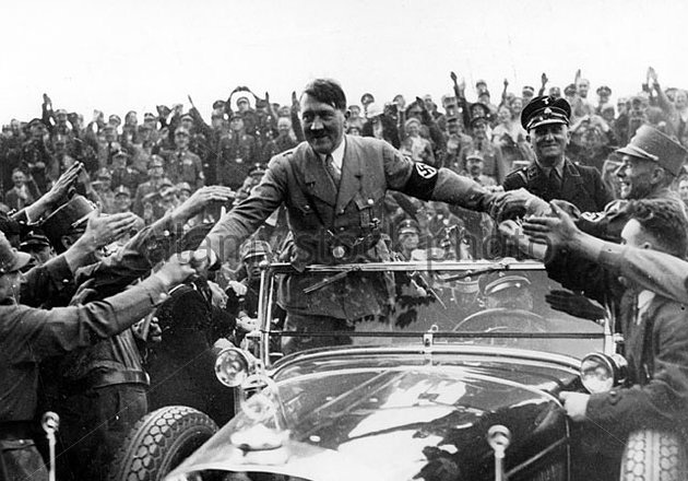 adolf-hitler-at-the-nuremberg-rally-1935