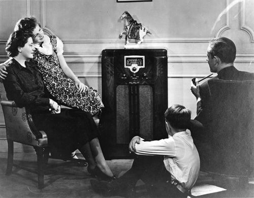 1940s family listening to the radio