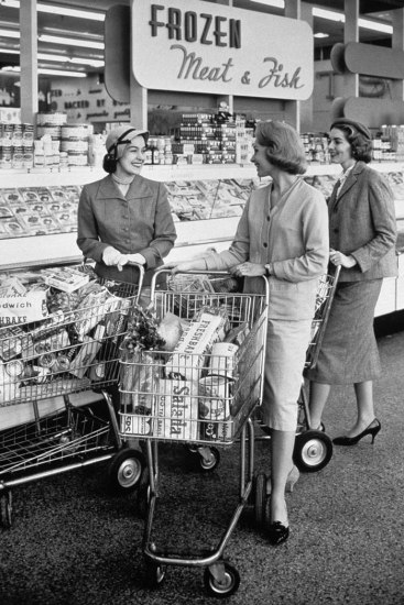 1950s housewives in supermarket