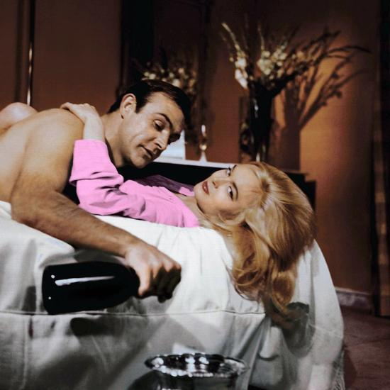 Goldfinger Sean Connery and Shirley Eaton photo by Guy Hamilton