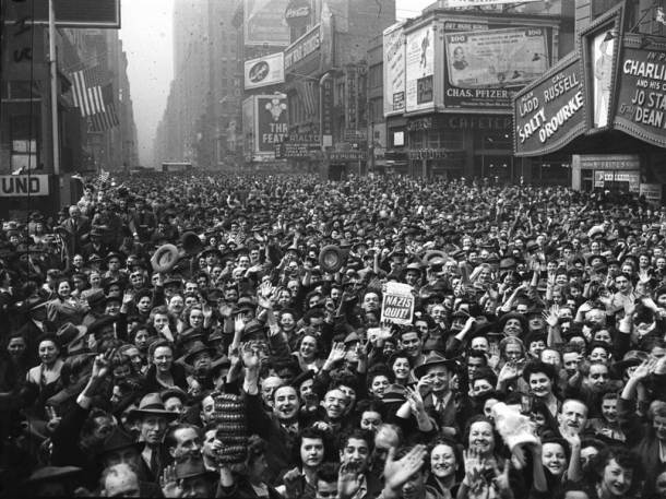 VE Celebration May 1945 NYC Times Sq